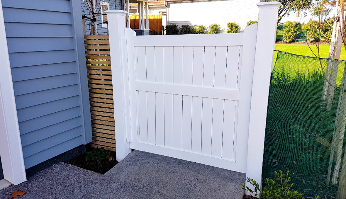 A new white gate with cost effective