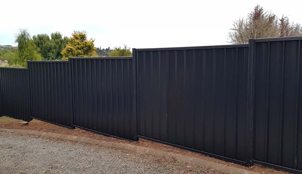 New gate and fence in Pukekawa