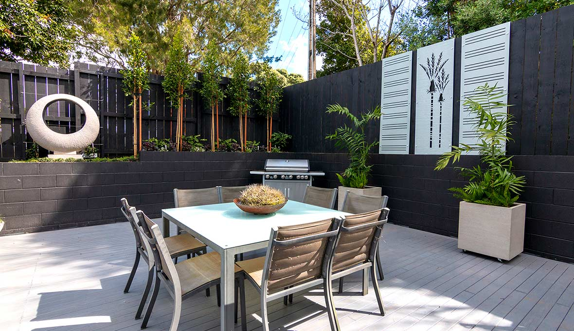 A private, lush outdoor landscape design in Auckland