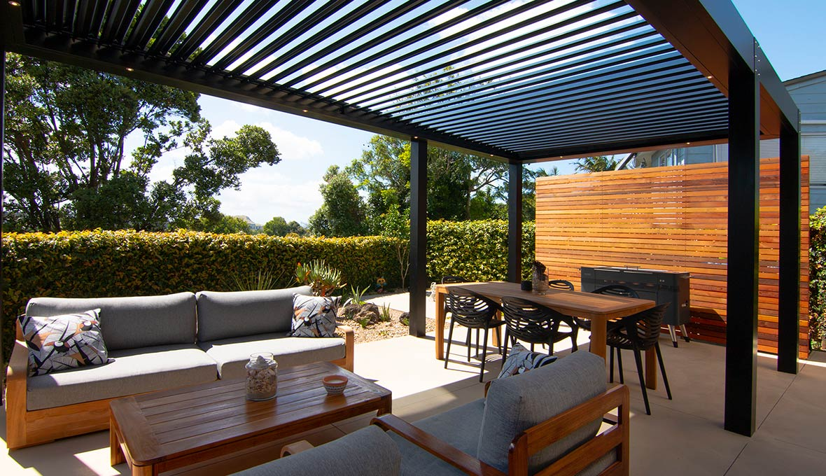 Thelma and her landscaping team worked to a meticulously planned schedule to ensure the outdoor living area was ready in time for Christmas.