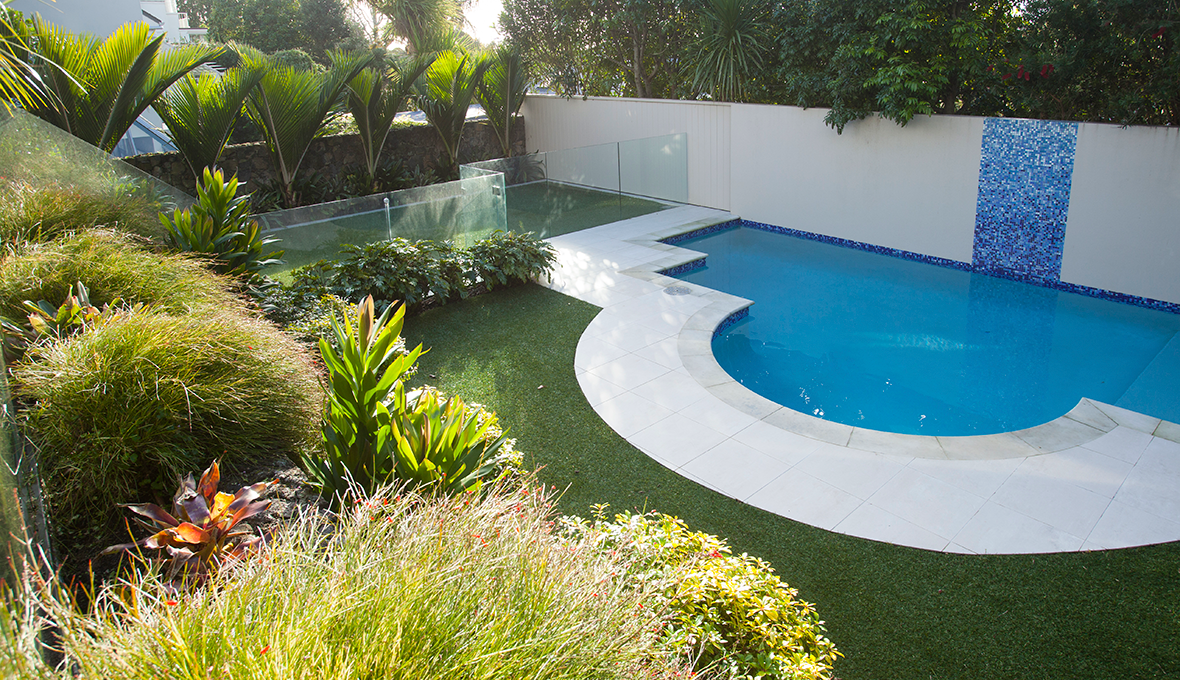 Zones landscaping art deco pool path