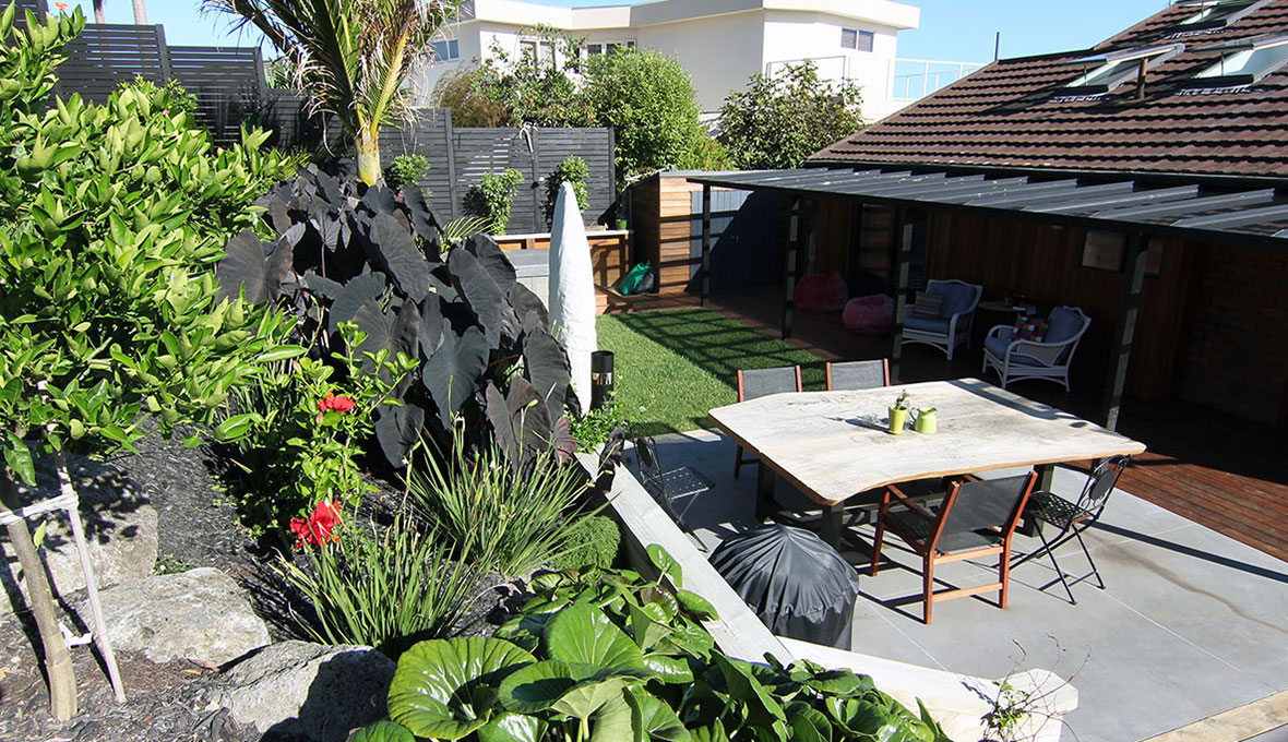 Outdoor multi-level space landscaped to function effectively as an entertainment space