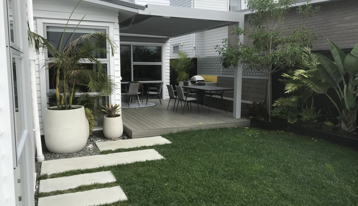 Outdoor entertaining area with built-in BBQ and seating