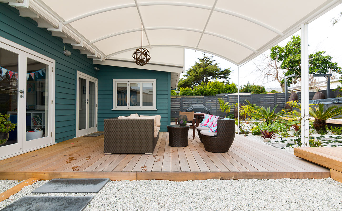 A backyard makeover with outdoor dining space